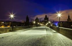 冬天夜在布拉格 免版税库存照片