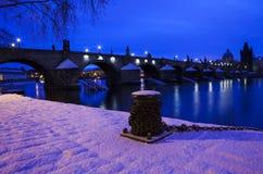 冬天夜在布拉格 免版税图库摄影