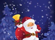 冬天夜在有礼物袋子和响铃的圣诞节森林圣诞老人里在手中 免版税图库摄影