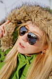 冬天夹克的女孩 库存图片