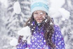 冬天妇女画象雪秋天 免版税图库摄影