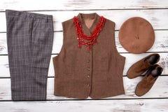 冬天妇女` s的汇集穿衣与项链 免版税图库摄影