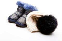 冬天婴孩羊毛衣裳设置了演播室质量白色背景 库存照片
