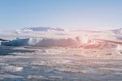 冬天季节的结冰的Ice湖,冰岛 图库摄影