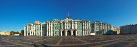 冬天宫殿在圣彼德堡 免版税库存图片