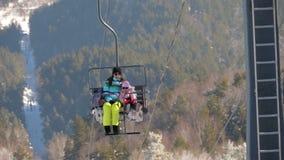 冬天山全景,滑雪吊车 股票录像