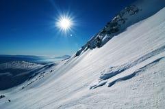 冬天山横向 库存照片