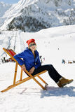 冬天山的女孩 图库摄影