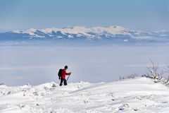 冬天山的滑雪者 免版税库存照片