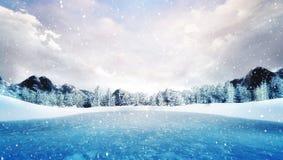 冬天山风景的冻湖在降雪 免版税库存图片