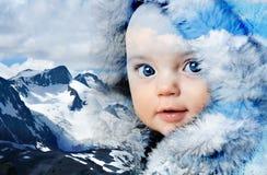 冬天山婴孩 图库摄影