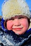 冬天帽子的男孩 免版税图库摄影