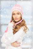 冬天帽子的美丽的妇女 库存照片