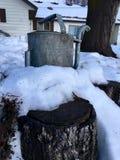 冬天房子,水罐头 免版税库存图片
