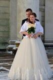 冬天新娘夫妇 免版税图库摄影