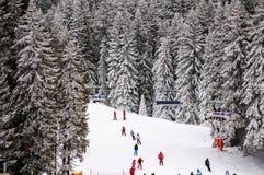 冬天旅游手段倾斜在Kopaonik,塞尔维亚 免版税库存照片