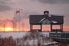 冬天日出在公园 库存照片