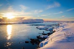 冬天日落在冰岛 免版税库存图片
