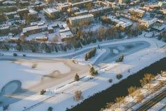 冬天日落在Panevezys,立陶宛 免版税库存照片