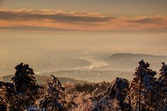 冬天早晨薄雾的布达佩斯与多瑙河,匈牙利 库存图片