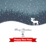冬天有鹿的圣诞节森林 免版税库存照片