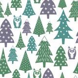 冬天样式-各种各样的Xmas树、猫头鹰和雪花 简单的无缝的新年快乐背景 免版税库存图片