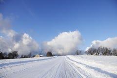 冬天横向的老房子 免版税图库摄影