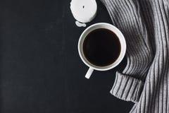 冬天毛线衣和咖啡Flatlay  图库摄影