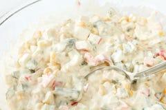 冬天沙拉用腌汁,玉米、螃蟹棍子和蛋黄酱调味 库存照片