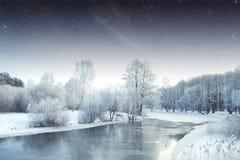 冬天河在晚上 免版税库存照片