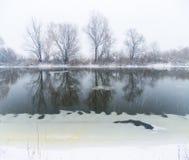 冬天河风景 免版税库存照片