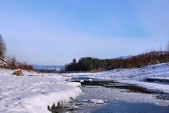 冬天河 解冻在冰 库存图片