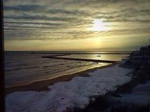冬天海滩日出 免版税图库摄影