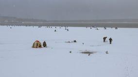 冬天渔在Shlisselburg 免版税库存图片