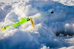 冬天渔的钓鱼竿在雪 免版税库存照片