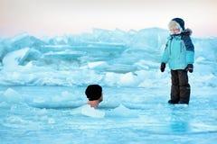 冬天游泳 免版税库存图片