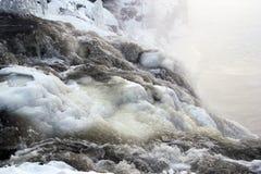 冬天瀑布Kivach 图库摄影