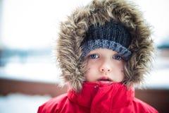 冬天的男孩 免版税库存图片