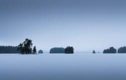 芬兰湖在冬天看上去象这个 库存照片