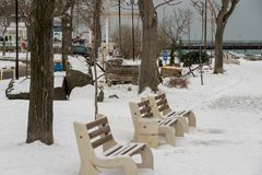 冬天积雪的堤防在波摩莱,保加利亚 免版税库存图片