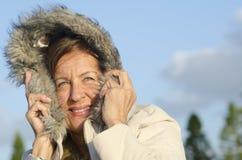 冬天纵向成熟妇女 免版税库存图片