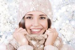 冬天美丽的女孩 免版税图库摄影