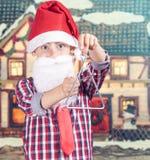冬天背景的圣诞老人男孩 免版税库存照片