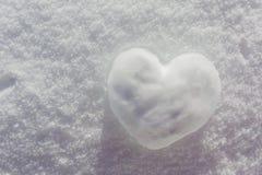 冬天背景,雪心脏 库存照片