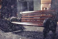 冬天街道在圣诞夜 免版税库存图片