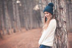 冬天衣裳的十几岁的女孩 库存照片