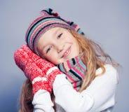 冬天衣裳的女孩 免版税库存照片