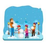 冬天衣裳的幼儿,雕刻在一种好心情的一个雪人 免版税库存图片