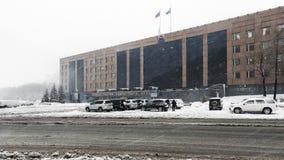冬天观点的堪察加构建彼得罗巴甫洛斯克市,俄罗斯的地区政府 库存照片