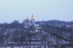 冬天视图其中一个Kyievo-Pechers `钾lavra的教会 它是一个历史的正统基督徒修道院 雾房子横向早晨剪影结构树 免版税图库摄影